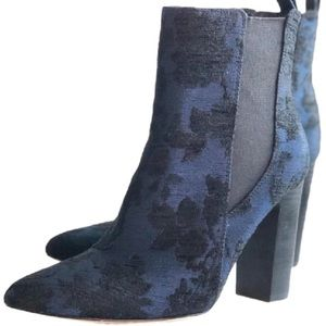 """NWT VINCE CAMUTO """"Britsy"""" bootie"""